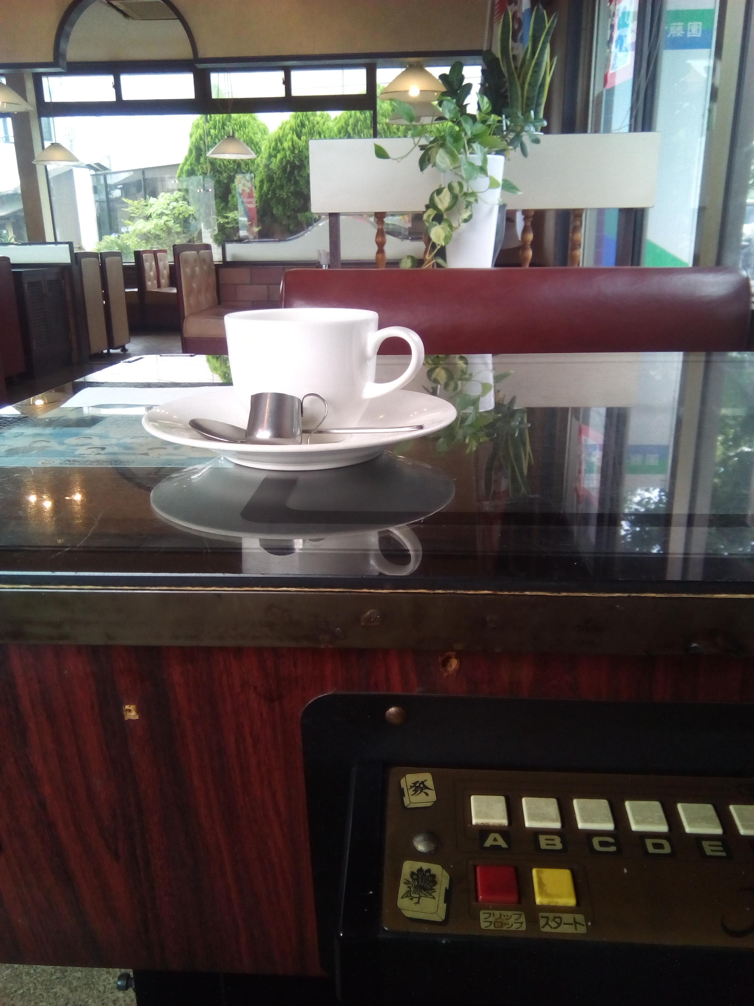 カフェ探しはネットと足の両方で検索